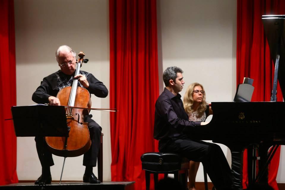 Belo diálogo entre  piano e violoncelo